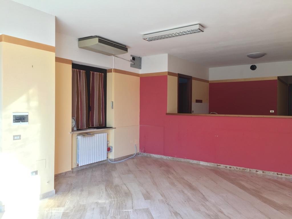 Negozio in locazione a Cavaion Veronese