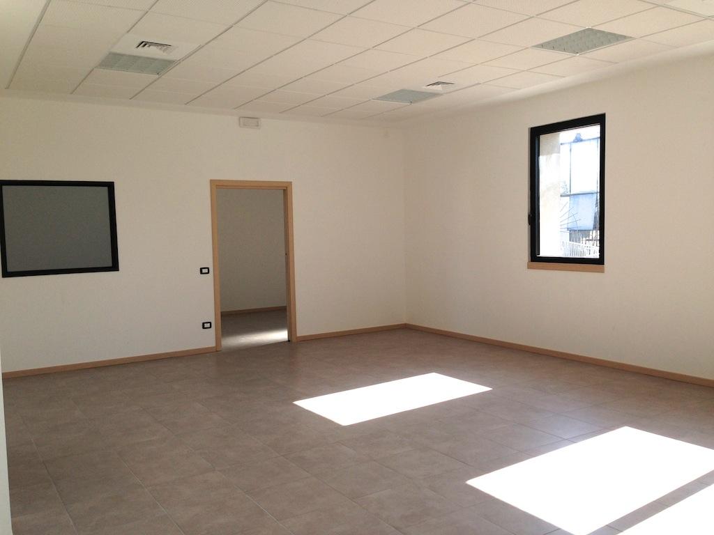 Ufficio in locazione a Soave