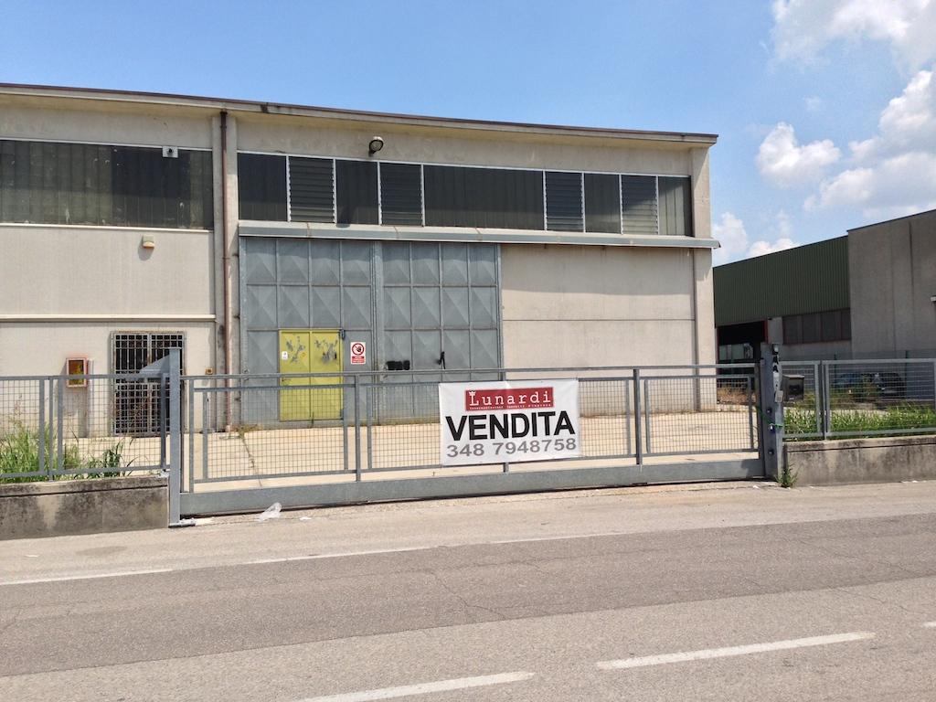 Capannone in vendita a Villafranca di Verona